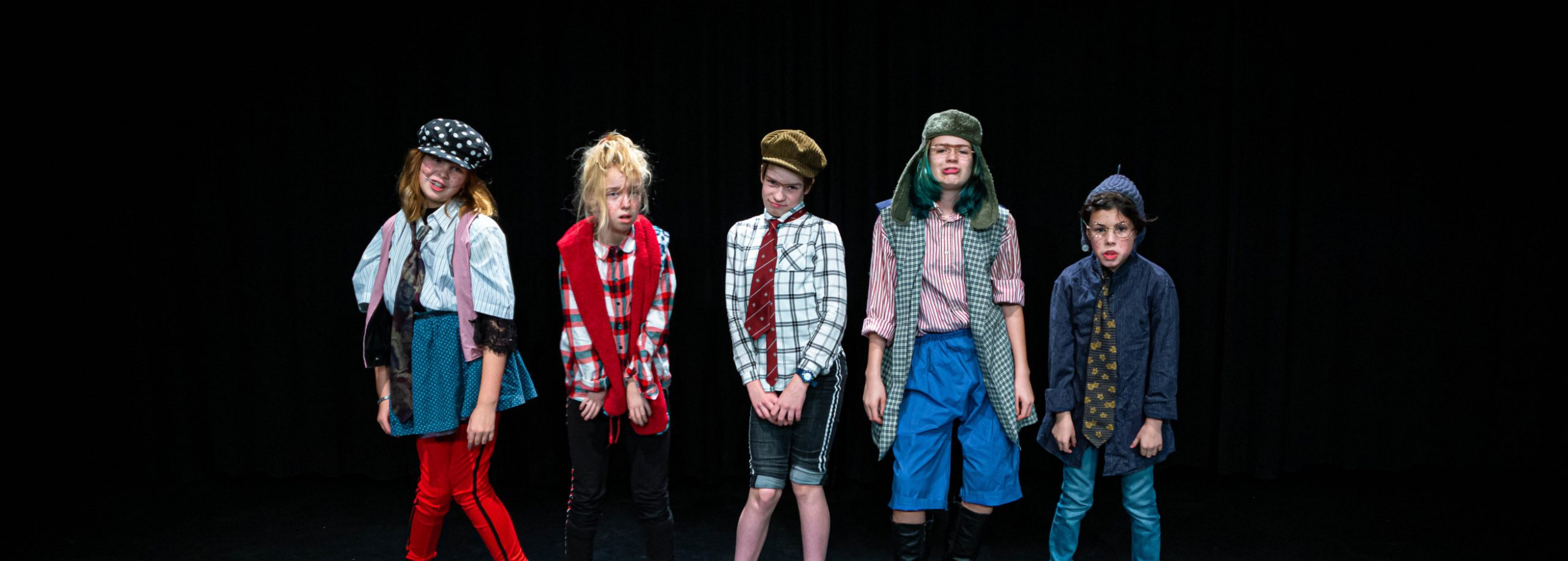 Toneelles en musicalles volg je natuurlijk bij Pitboel Art School! Wij leren je performen.