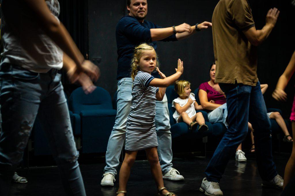 zangles, dansles musicalles, toneelles, beeldende kunstles in Sittard volg je bij Pitboel Art School
