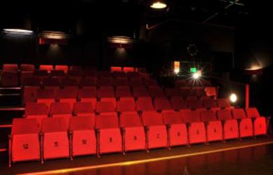 Pitboel Theater in Sittard heeft een diverse programmering. Naast muziek, cabaret, toneel zijn er ook de eigen Pien, Puk en Co kindervoorstellingen. Ook kun je bij Pitboel Theater terecht voor Toneelles, musicalles, dansles en beeldende kunstlessen.